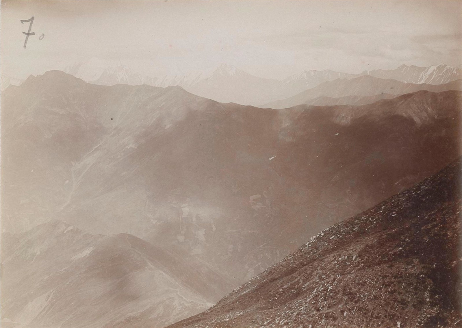 23. Восточный Кавказ. Хевсурские Альпы. Вид с перевала Анаторис-геле на гору Тебулос-мта (4507 м), август