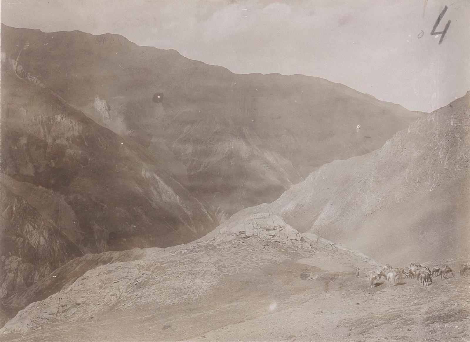 05. Восточный Кавказ. В верховьях долины реки Аргун, поднимаясь к перевалу Качулам