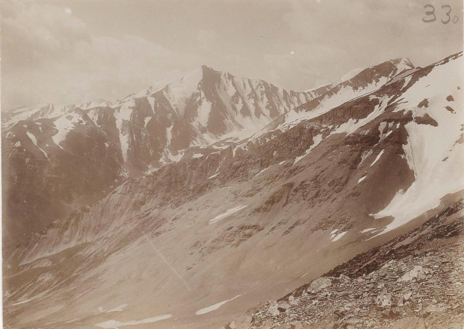 25. Восточный Кавказ. Хевсурские Альпы. Амуго, вид с перевала Адзунта. Август
