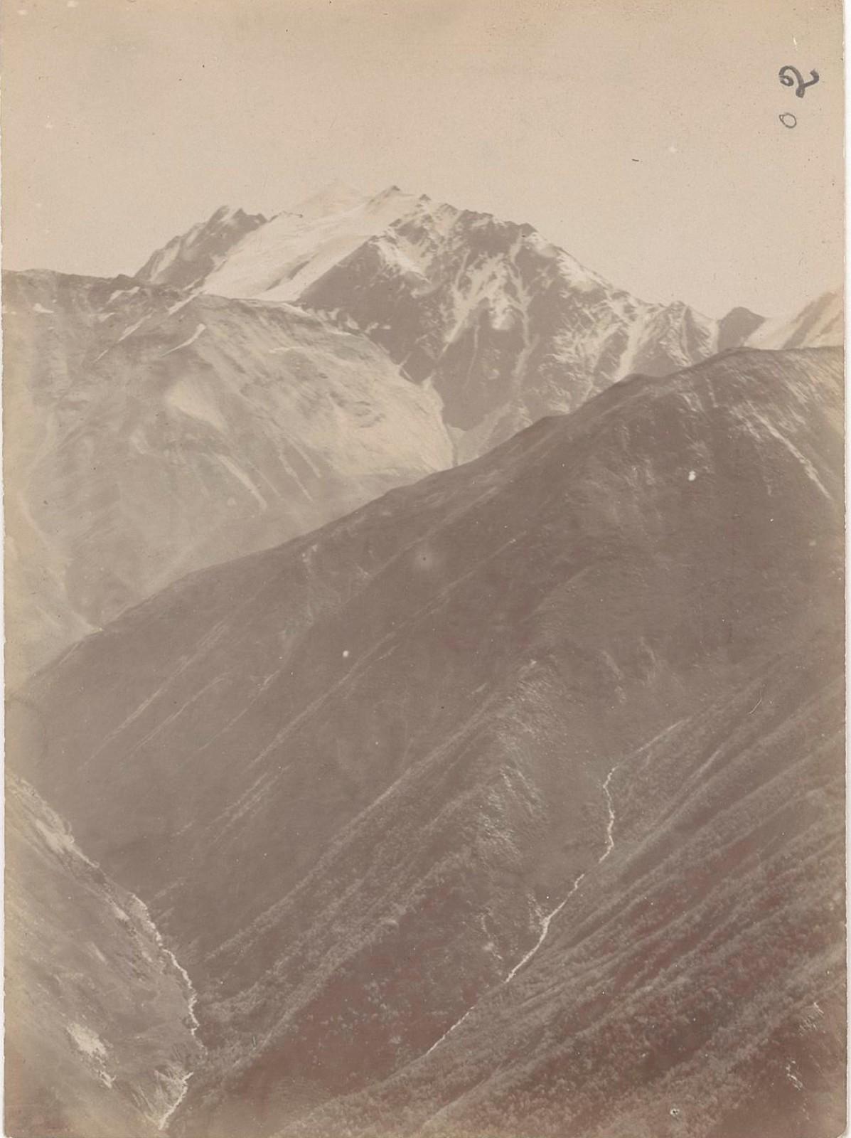 21. Восточный Кавказ. Тебулосмта (4492 метра). Вид с западных склонов, с перевала Адзунта. Август