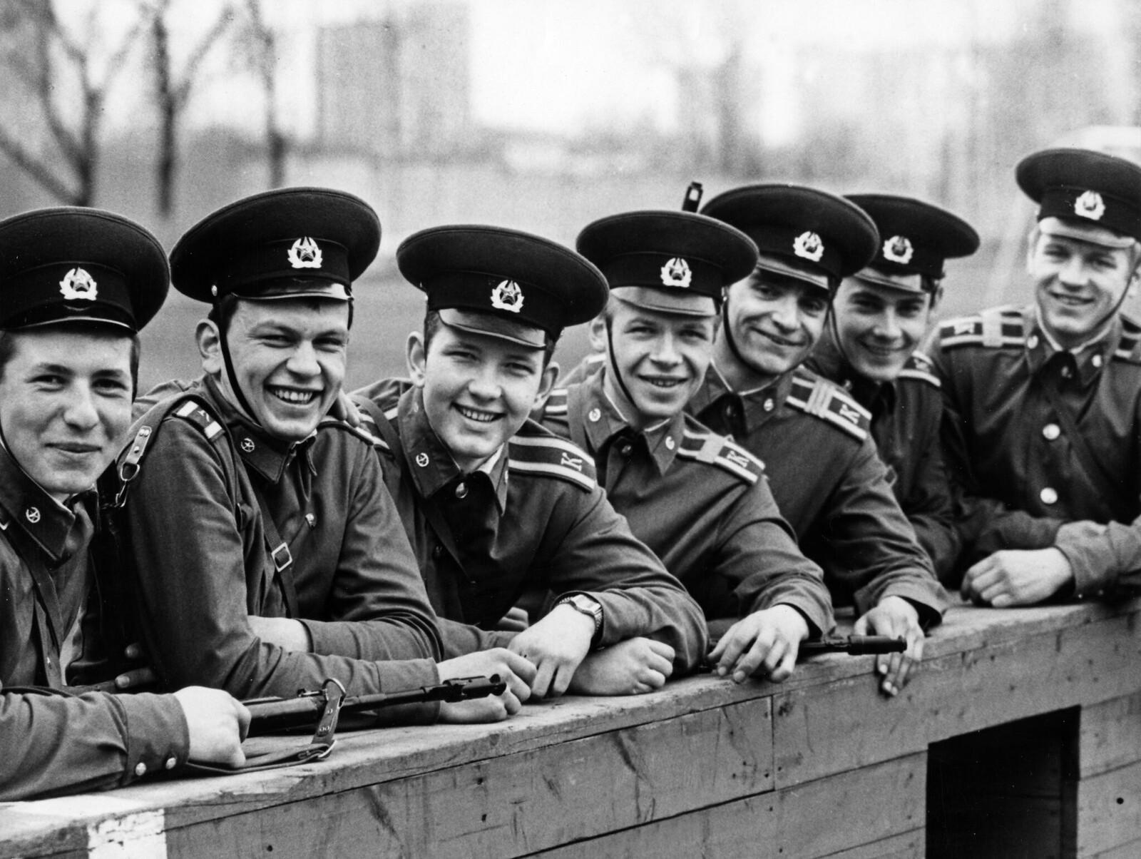 1987. Молодые курсанты Академии пограничных войск в Москве