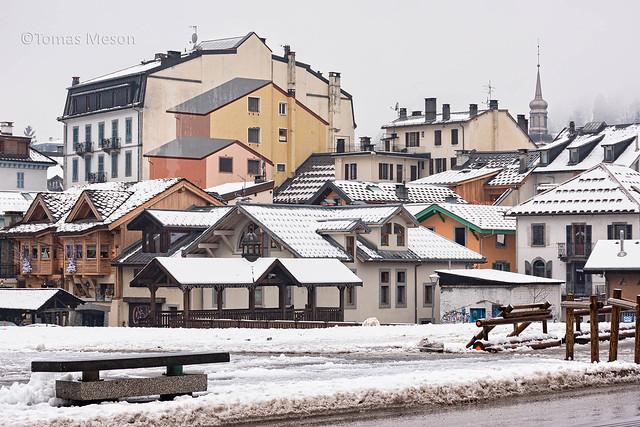 Nieve en los tejados de Chamonix _DSC3873 M on c em  ma