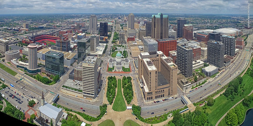missouri vacation trip roadtrip summertrip weekendtrip 2019 june june2019 stlouis saintlouis stlouistrip arch gatewayarch thearch gatewayarchnationalpark monument attraction observationdeck look west downtownstlouis pano panorama panoramic autostitch wideview morning 630feethigh usa