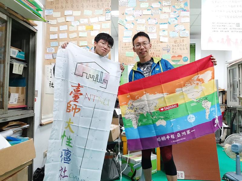 性壇社社長(左)與公關(右)。圖/蔡銘怡攝