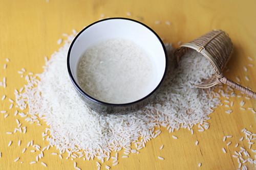 Rửa mặt bằng nước vo gạo có bị bắt nắng không?