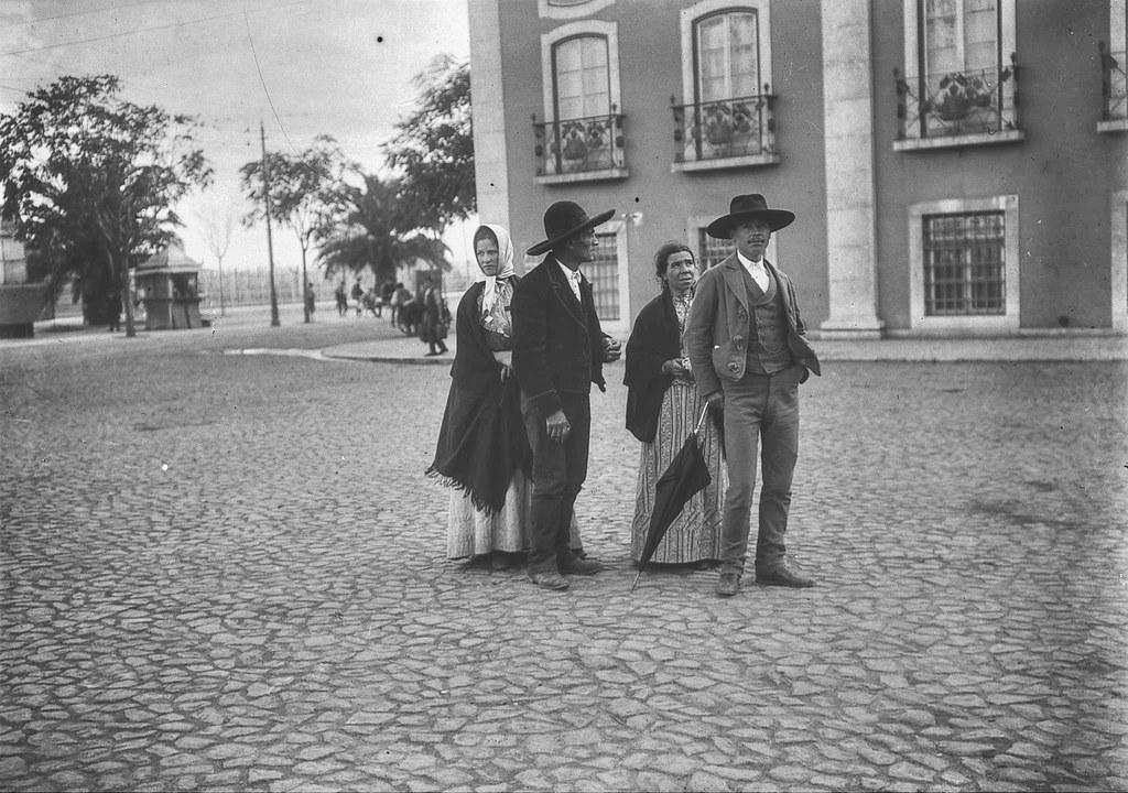 Saloios, Largo dos Caminhos de Ferro (Joshua Benoliel, 1913)