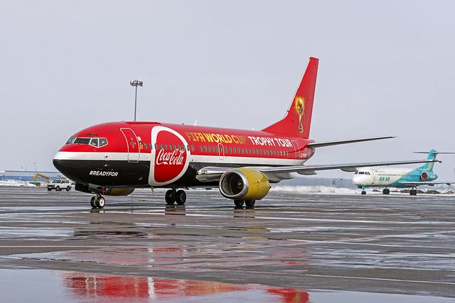 Titan Airways 737-300