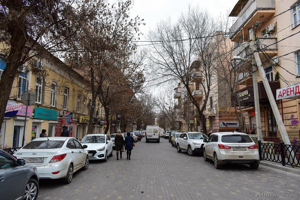 обычное состояние улиц в центре Астрахани