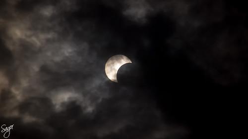 solareclipse2019 annularsolareclipse annulareclipse eclipse eclipse2019 eclipsesolar syed mojaddedul islam sagor smisagor dhaka bangladesh canon eos 60d foggy sky sun