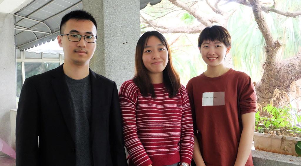 歷經三屆學生的努力,終於見到台大校務基金撤資承諾。左起:張榮廷、楊侞蓉、黃毓庭。攝影:陳文姿