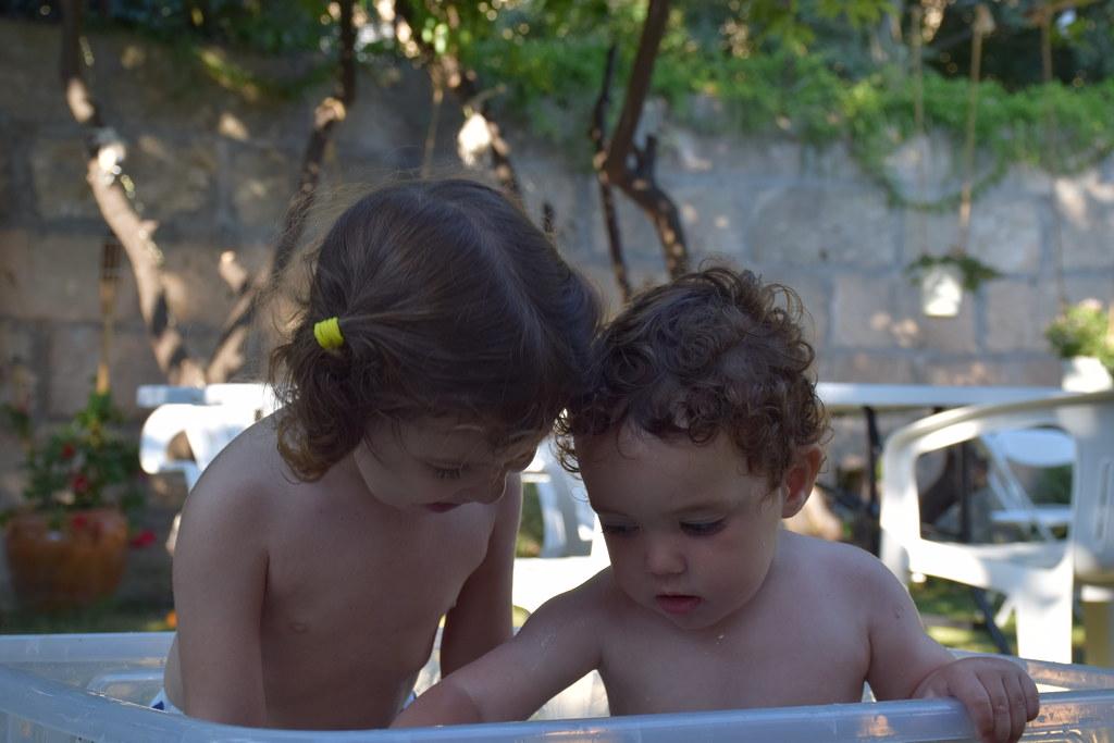 Hay hoteles que nos han hecho sentir como en casa: en este de Artá (Mallorca) incluso improvisaron una piscinita para los niños en el jardín
