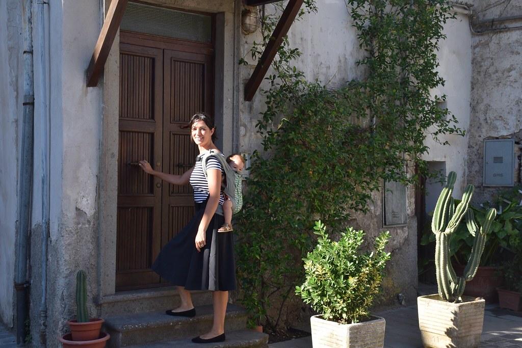 Accediendo a nuestro piso en Nepi (Italia)