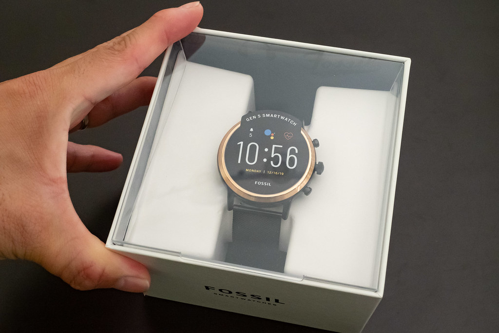 FOSSIL_SMARTWATCH-1