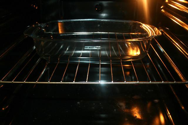 12 - Auflaufform im Ofen vorheizen / Preheat casserole in oven