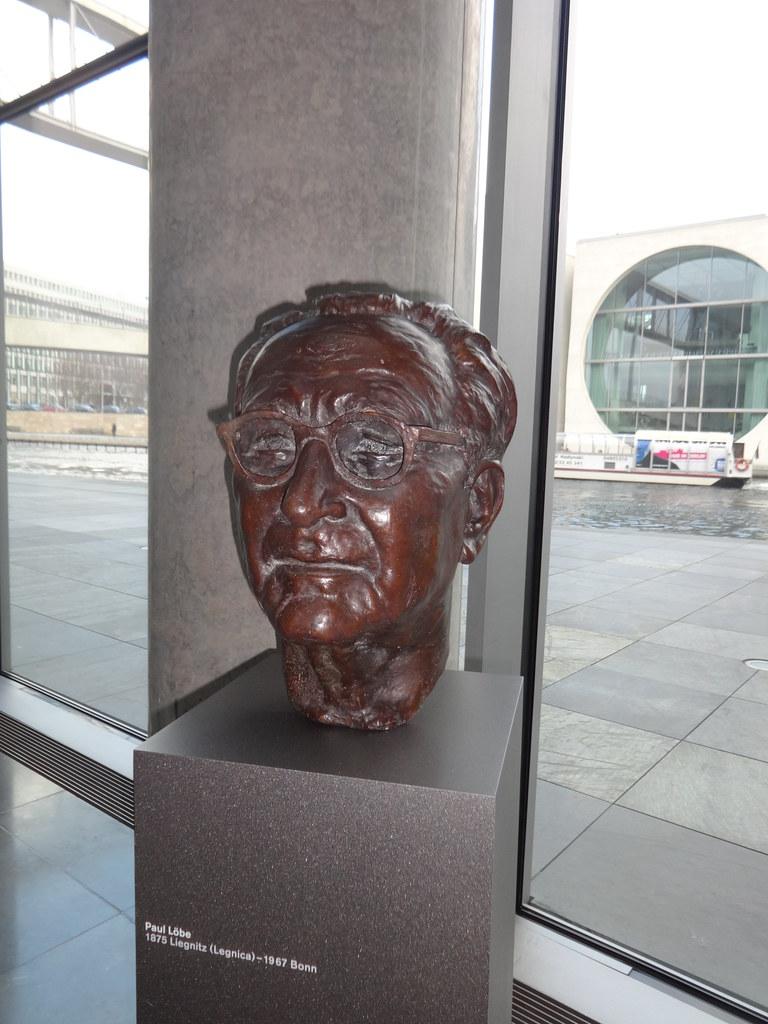 1984/85 Berlin Reichstagspräsident Paul Löbe (1875-1967) Büste von Wolfgang Ritz Bronze Paul-Löbe-Haus Konrad-Adenauer-Straße 1/Paul-Löbe-Allee/Otto-von-Bismarck-Allee in 10557 Mitte