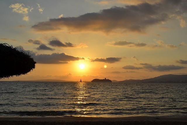 NAVEGANDO HACIA EL SOL. NAVIGATING TO THE SUN.