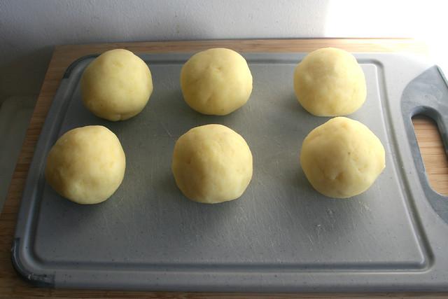 23 - Knödel formen / Form dumplings
