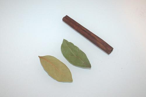 10 - Zutat Zimtstange & Lorbeerblätter / Ingredient cinnamon stick & bay leafs