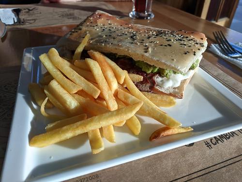sandwich @ Cuatro Estaciones Pizzeria