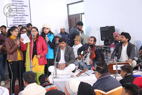 Devotional song by devotees from Almora Sadh Sangat