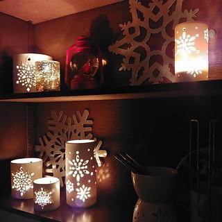 #snowflake #diningroom #shelves all #lit up#christmas #candle #lantern #porcelain #fondue #❄️ #️