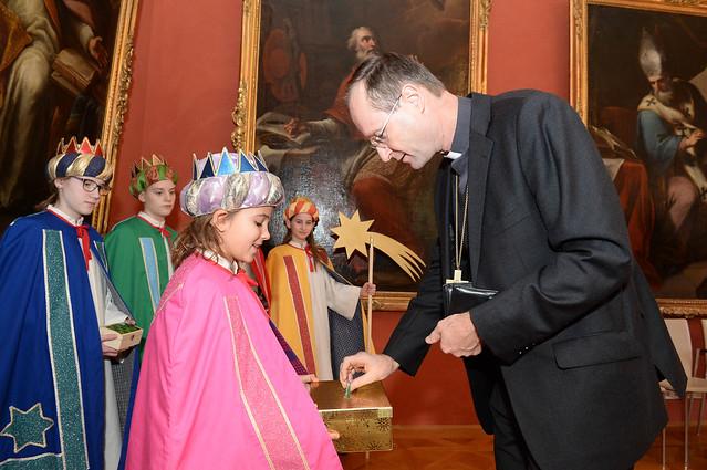 Sternsingerbesuch bei Jugendbischof Turnovszky