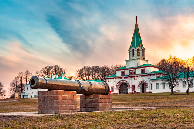 The ancient cannon near to the Front Gate to Kolomenskoe (Moscow)