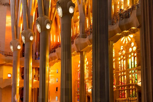 barcelona sagrada sagradafamilia catalunya spain gaudì antonìgaudì nikon nikon3518 nikond7500 light lightroom lightroomcc orange yellow lumiere modernismo modernistbuildings artnouveau liberty architecture architect architetto sunset hotlight