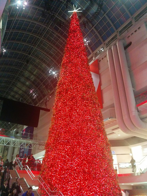 Looking across #toronto #eatoncentre #christmas #christmastree #tree #lights #red #boxingday
