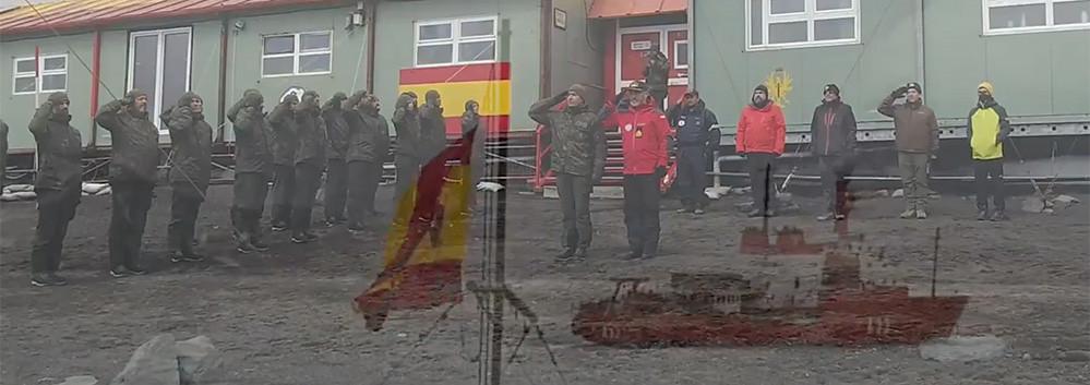 El emocionante izado la Bandera de España en la más remota de sus bases: la Antártida 49281698758_7de30315d4_b