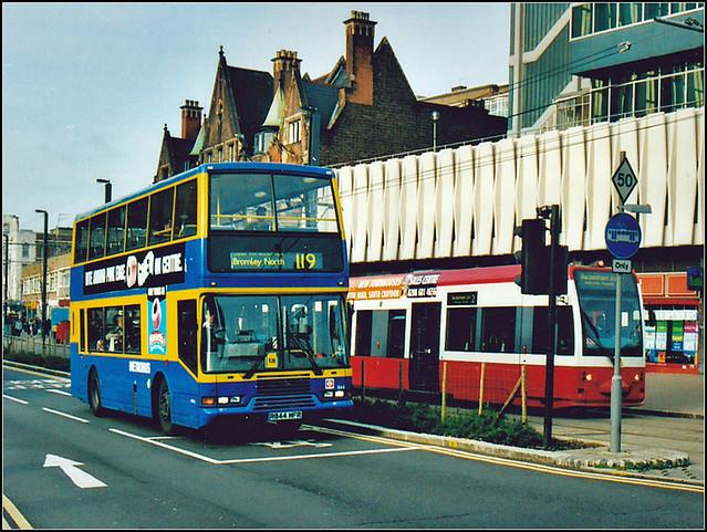 Metrobus 844