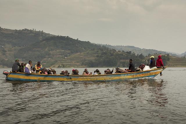 Transporte en el lago Bunyonyi