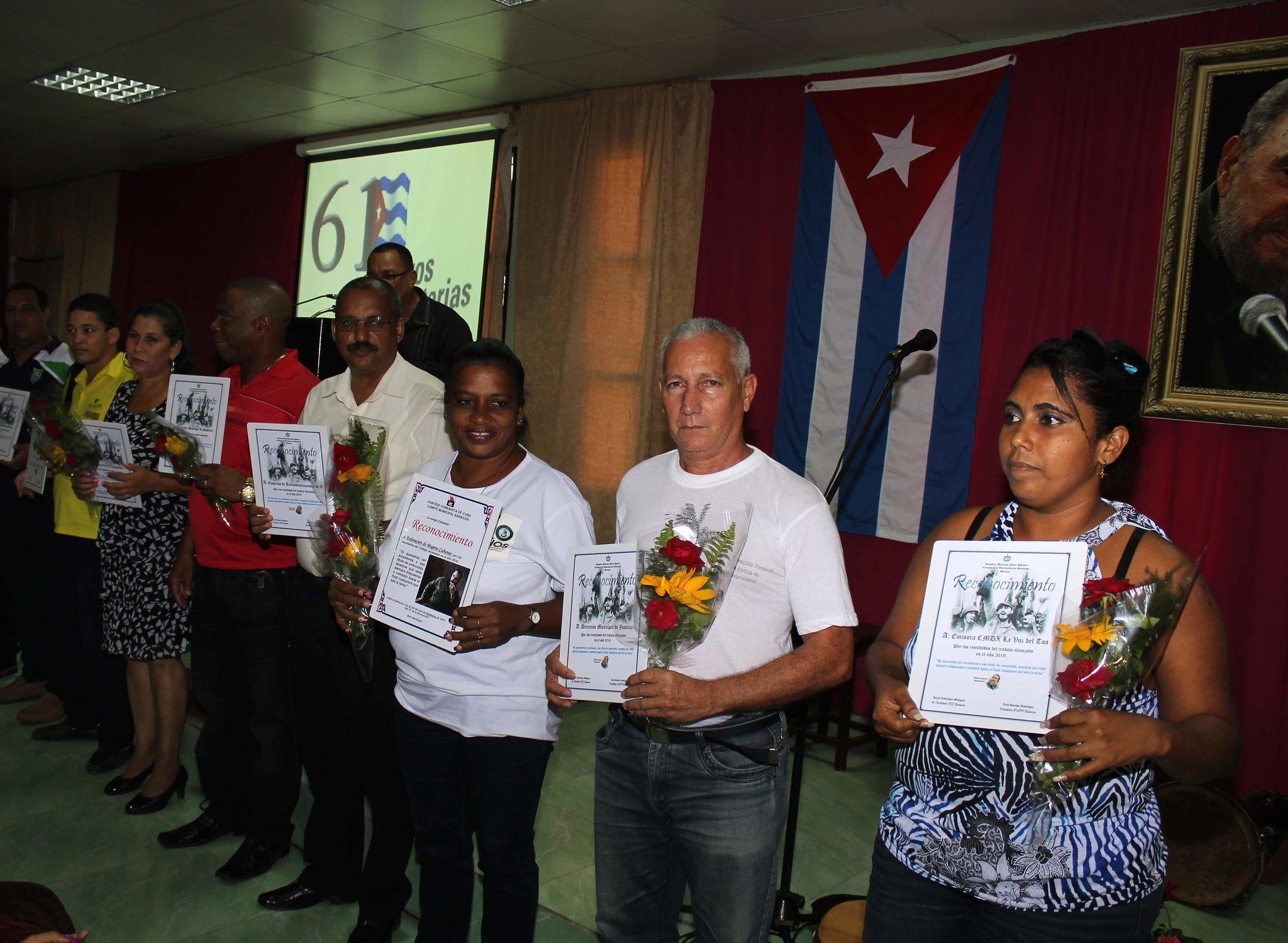 Estimulación a organismos destacados en acto por el aniversario 61 de la entrada de los rebeldes a Baracoa