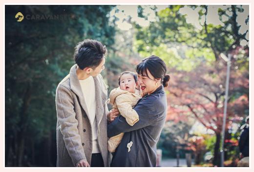 親子写真 赤ちゃん 冬の屋外 コートを着て