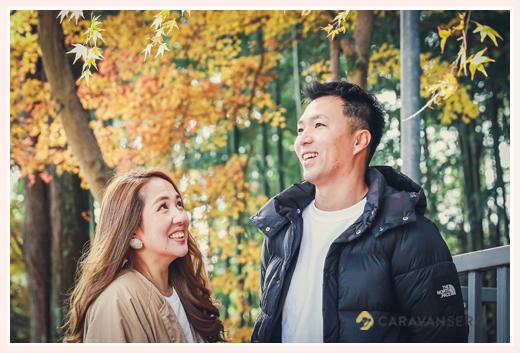 夫婦写真 秋の紅葉をバックに