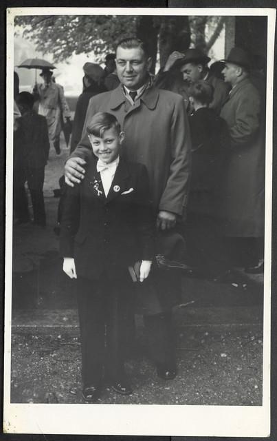 Albuma119 Erstkommunion mit Patenonkel, 1950er