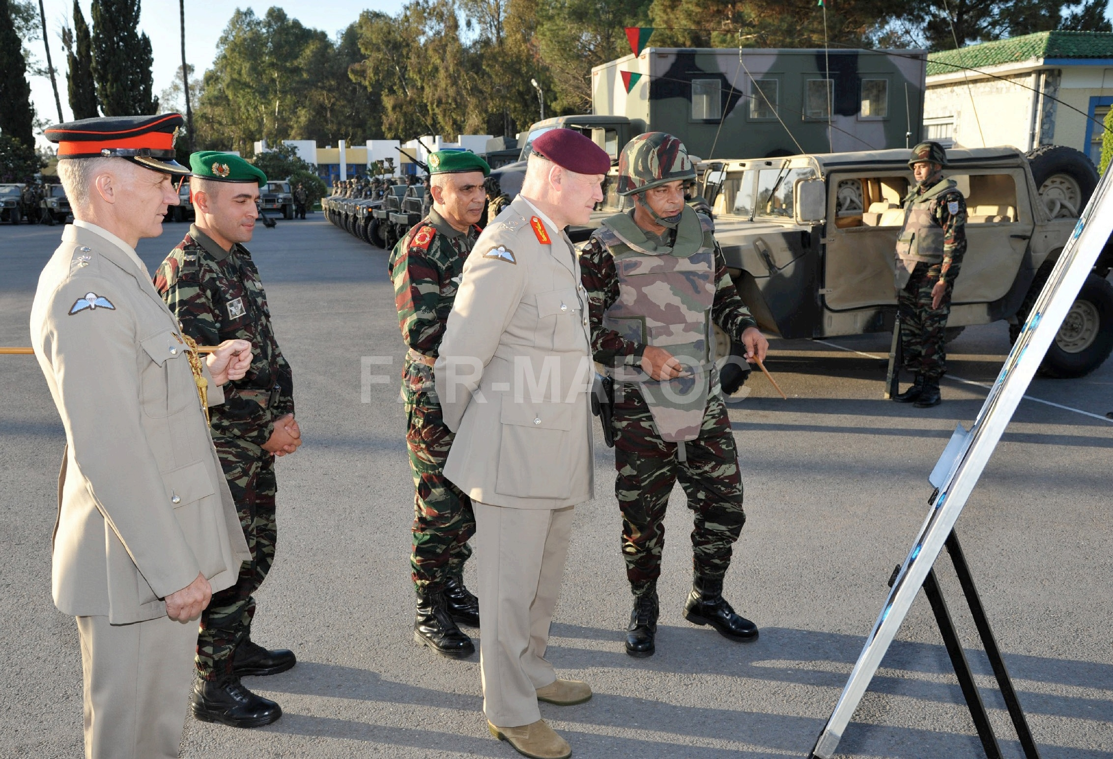 Parachutistes Militaires Marocains / Moroccan Paratroopers - Page 14 49288310736_6fc2f44bfb_o