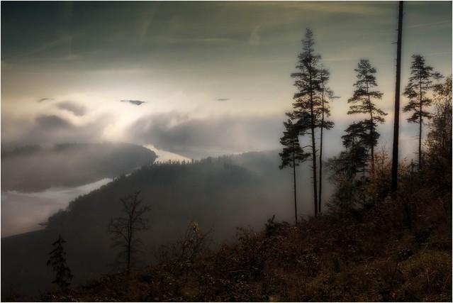 Stausee im Nebel