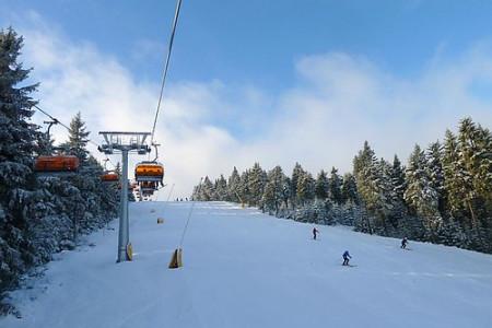 Aktuálně: lyžování v Česku závislé na tom, kolik nasněží děla
