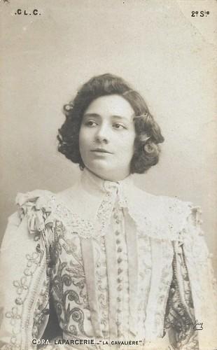 Cora Laparcerie in La cavalière