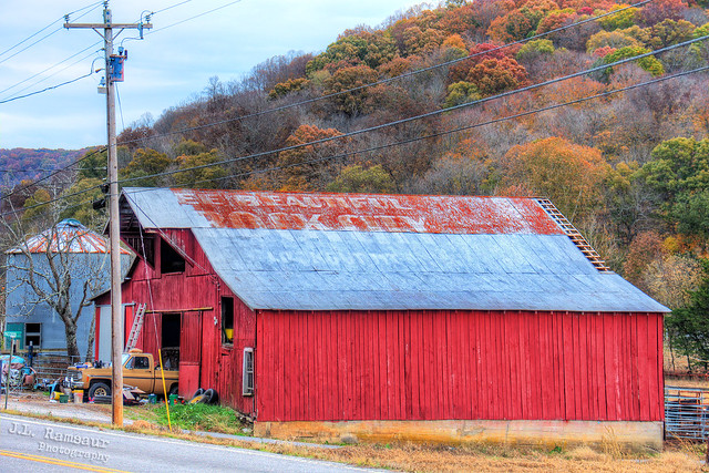 See Beautiful Rock City atop Lookout Mtn Chattanooga, Tenn barn (west side) - Spencer, Tennessee