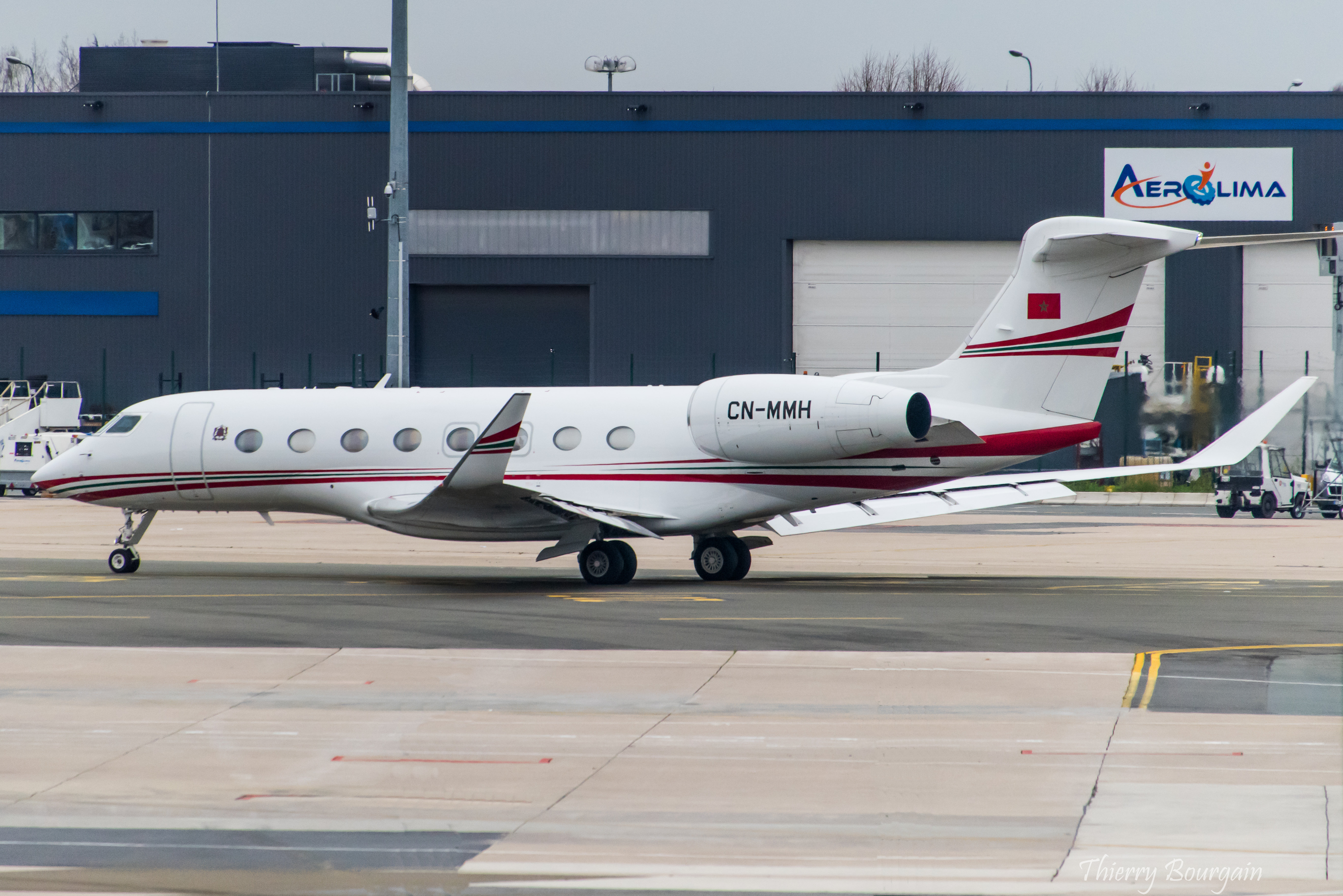 FRA: Avions VIP, Liaison & ECM - Page 23 49289653321_65e3af943a_o_d