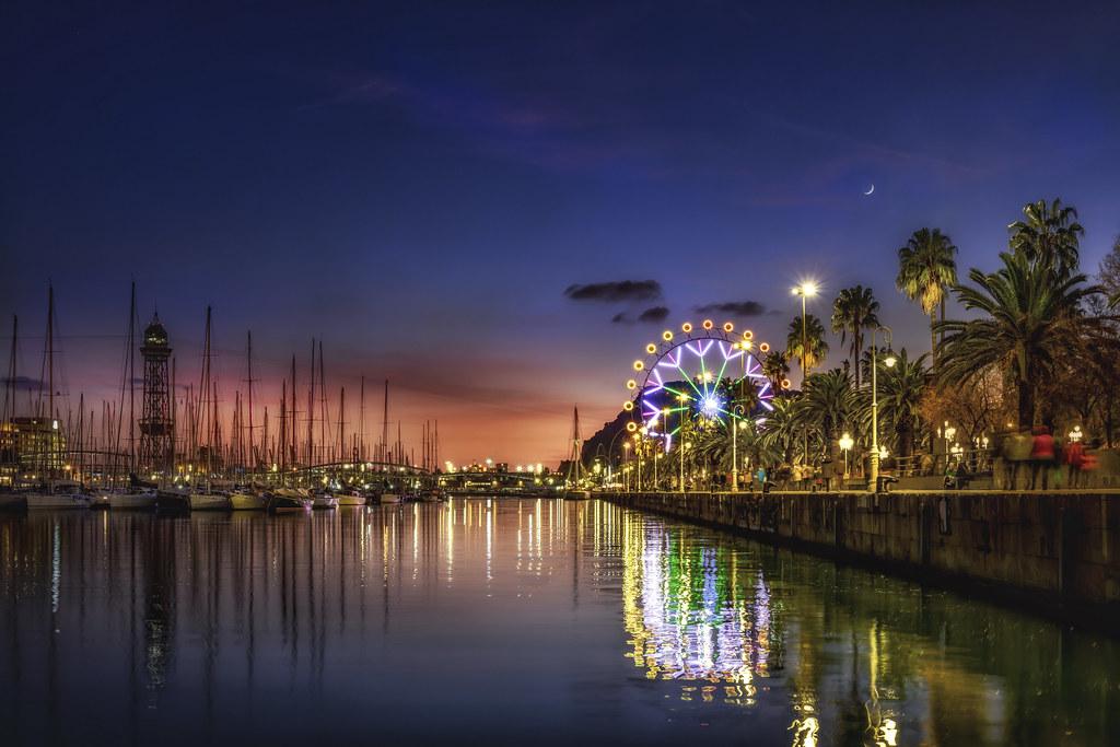 Parorama del Puerto de Barcelona y su noria de Navidades