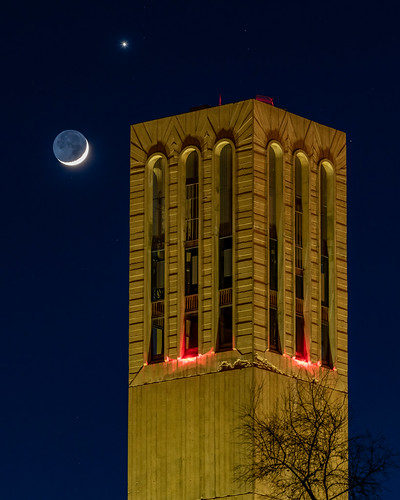 ucsb moon venus conjunction sky skies planet storketower uc universityofcalifornia ucsantabarbara earthshine earthlight crescentmoon