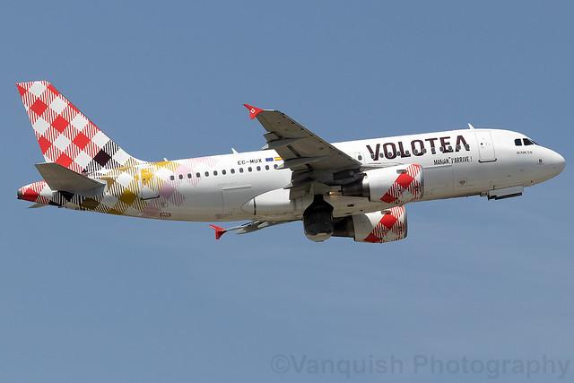 EC-MUX Volotea A319 Prague Airport