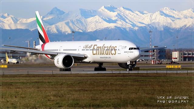 A6-ENQ Emirates Boeing 777-31H(ER)