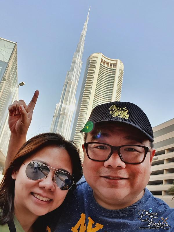 burj khalifa places and foods selfie