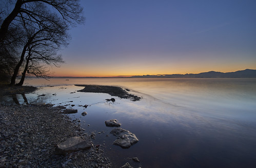 laowa zerod 2812mm daybreak dawn morning sunrise lake water landscape mountains chiemsee bavaria malerwinkel sky red blue