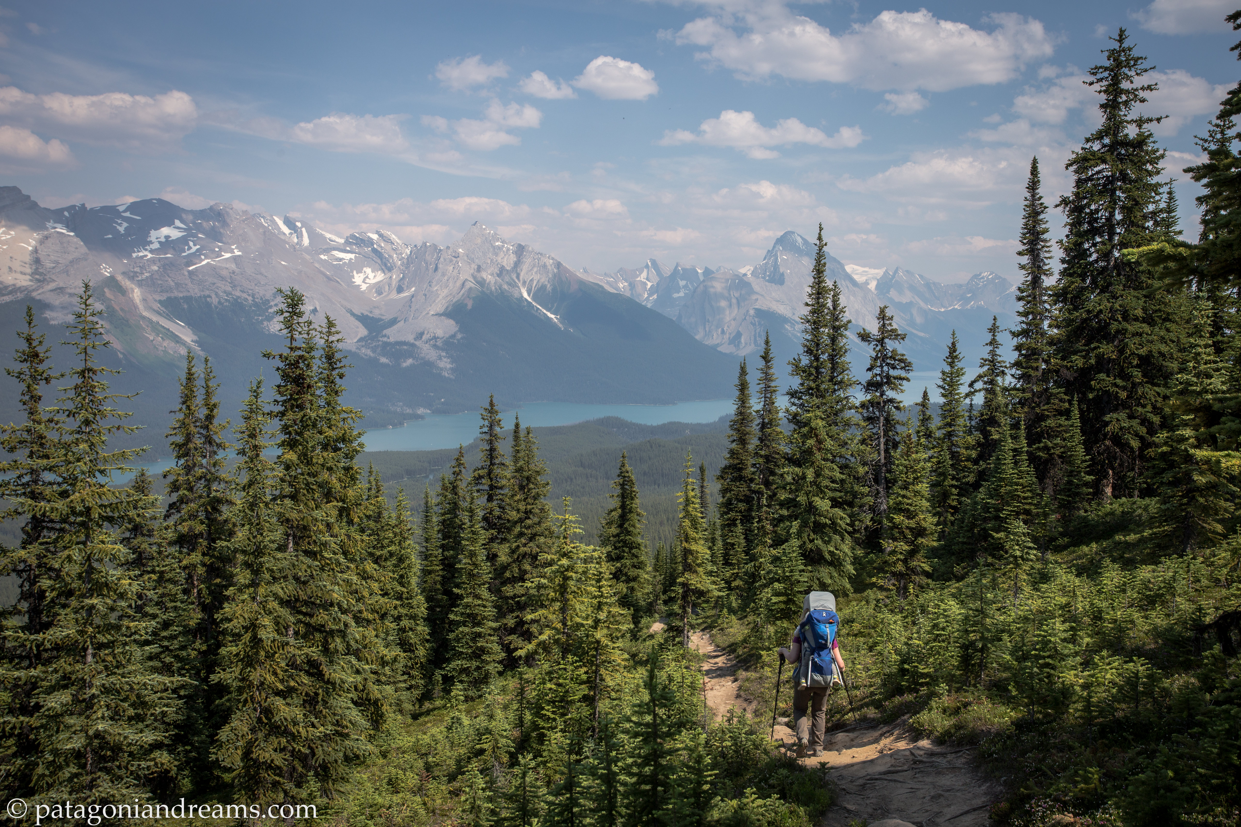 Maligne Lake Viewpoint is a 12 kilometer moderately trafficked out and back trail located near Jasper, Alberta, Canada.