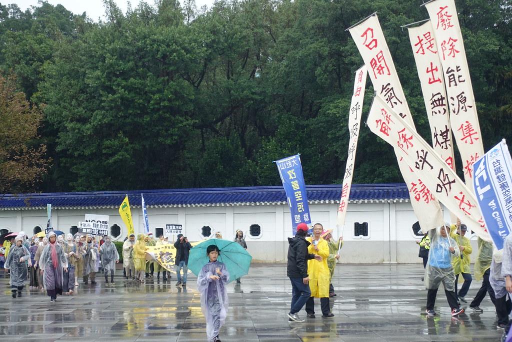 遊行隊伍抵達自由廣場。攝影:許芷榕